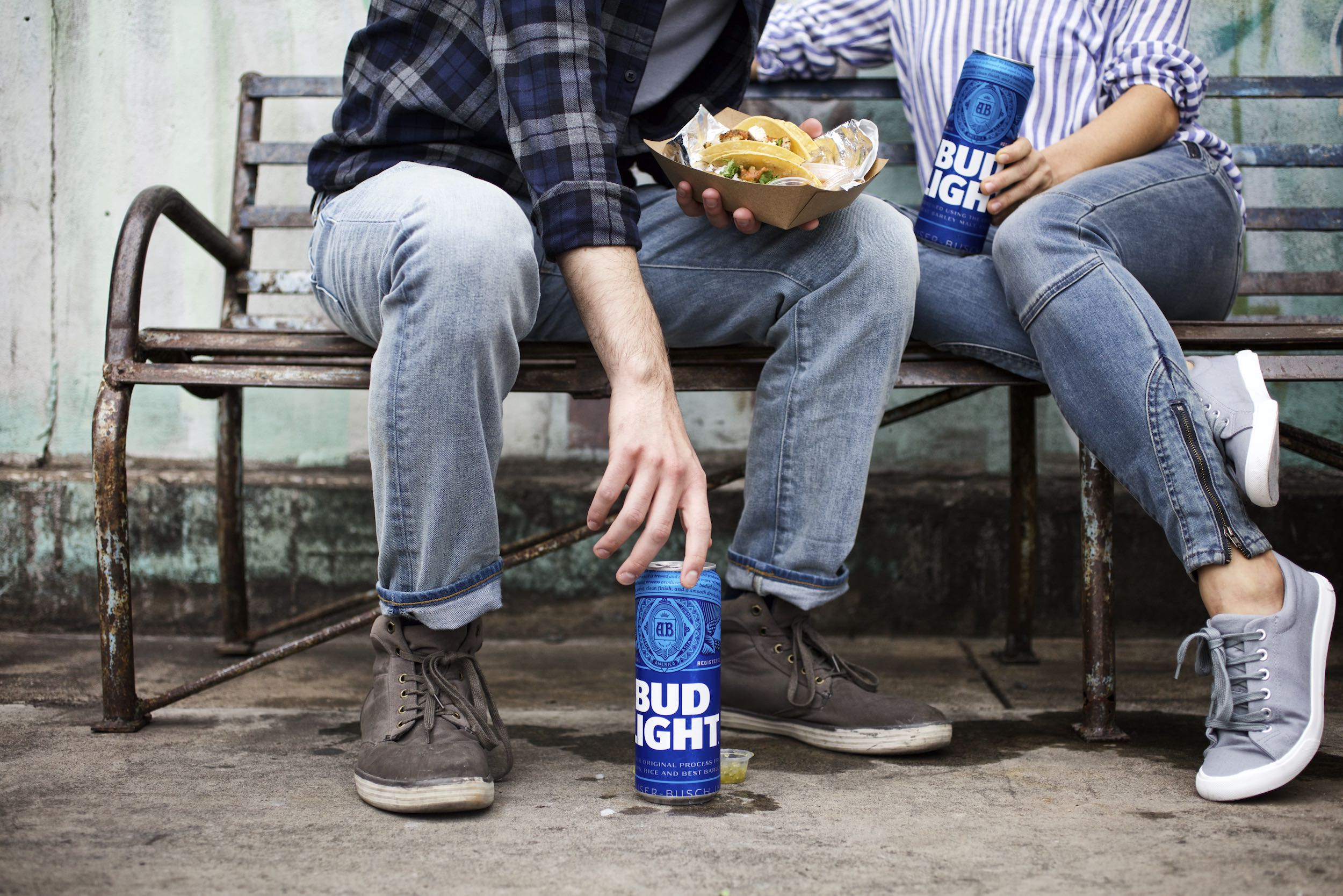 Jody Horton Photography - Bud Light ad with pint cans and tacos and man reaching for beer.