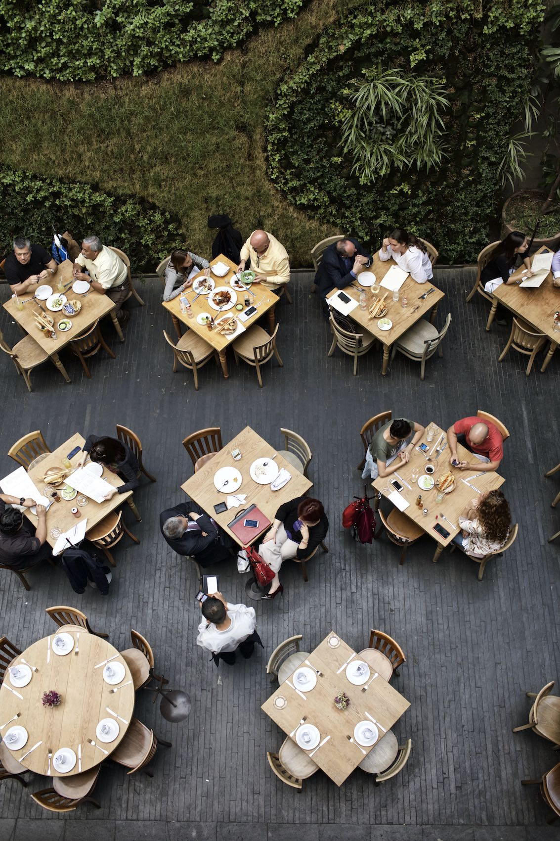 Jody Horton Photography - Guests dining in a restaurant in Mexico City.