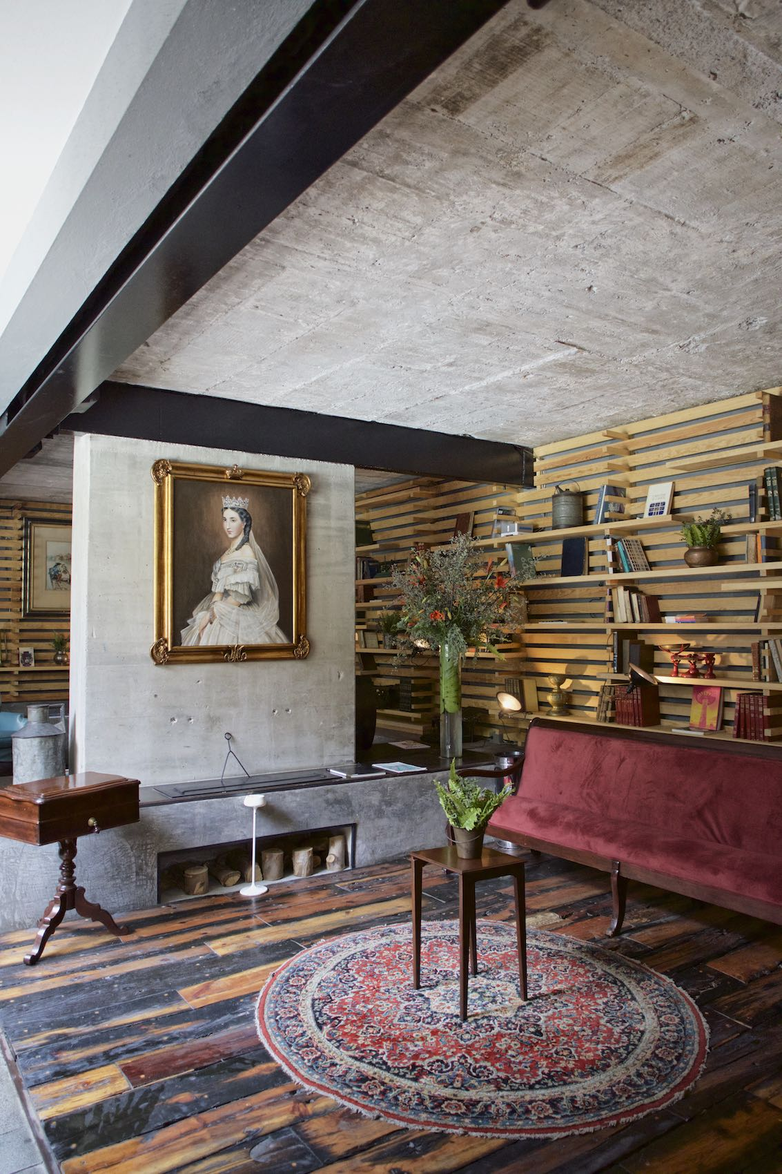 Jody Horton Photography - Hotel lounge with regal adornments in Mexico City.