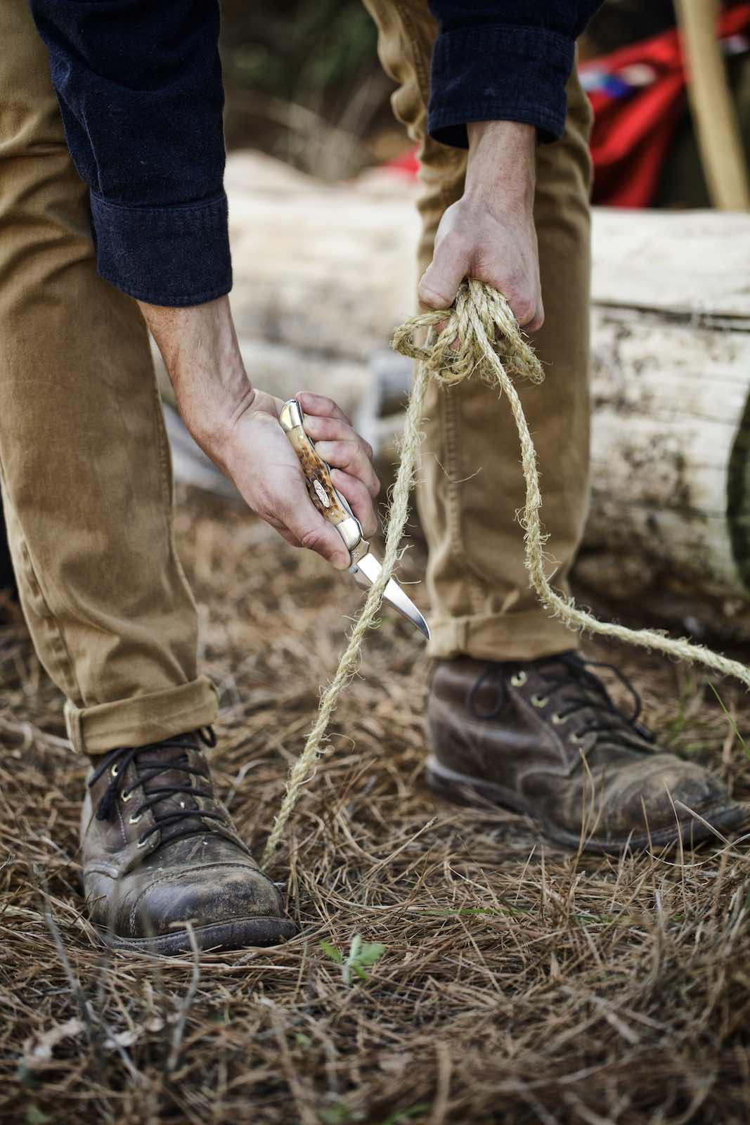 Jody Horton Photography - Man cutting rope using a Case knife.