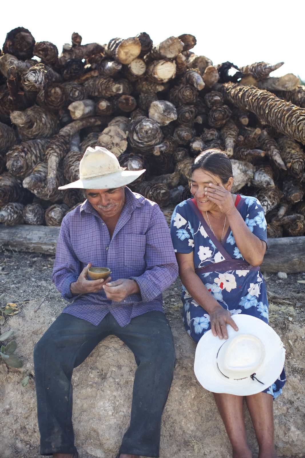 Jody Horton Photography - Man and woman sitting in front of smoked piñas.
